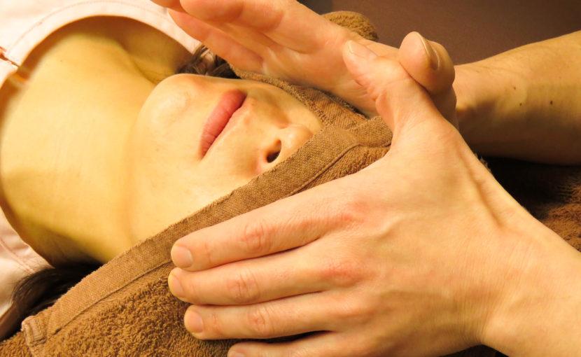 小顔や頭蓋骨の矯正について。小顔矯正を受ける意味を知る事が重要。血流を良くして、むくみやリンパの流れを良くしていきます。